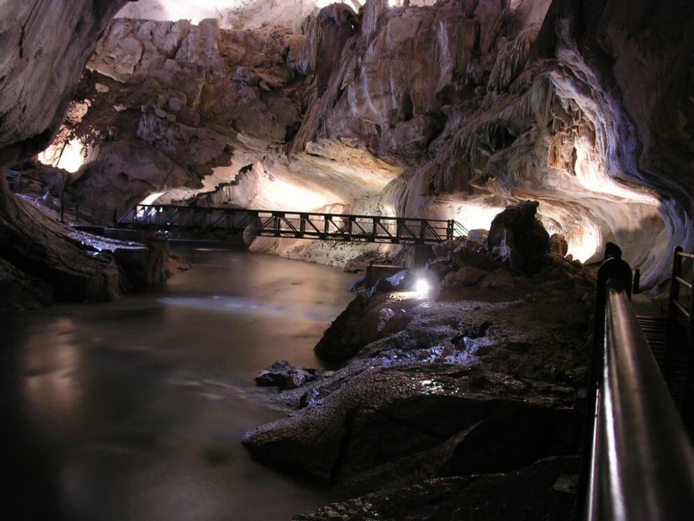 ムル山の洞窟