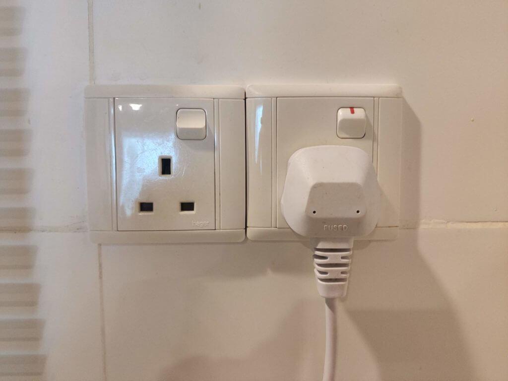 マレーシアコンセント事情⑤コンセントについているスイッチの使い方