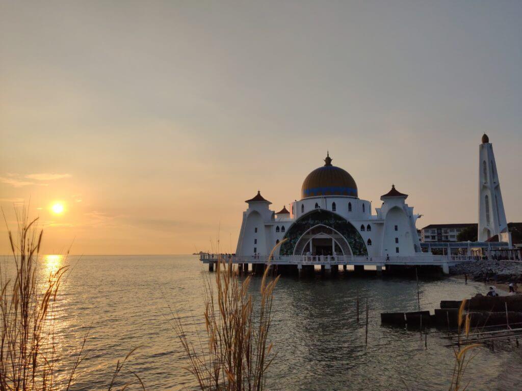 マレーシア旅行 モスクでは服装に注意
