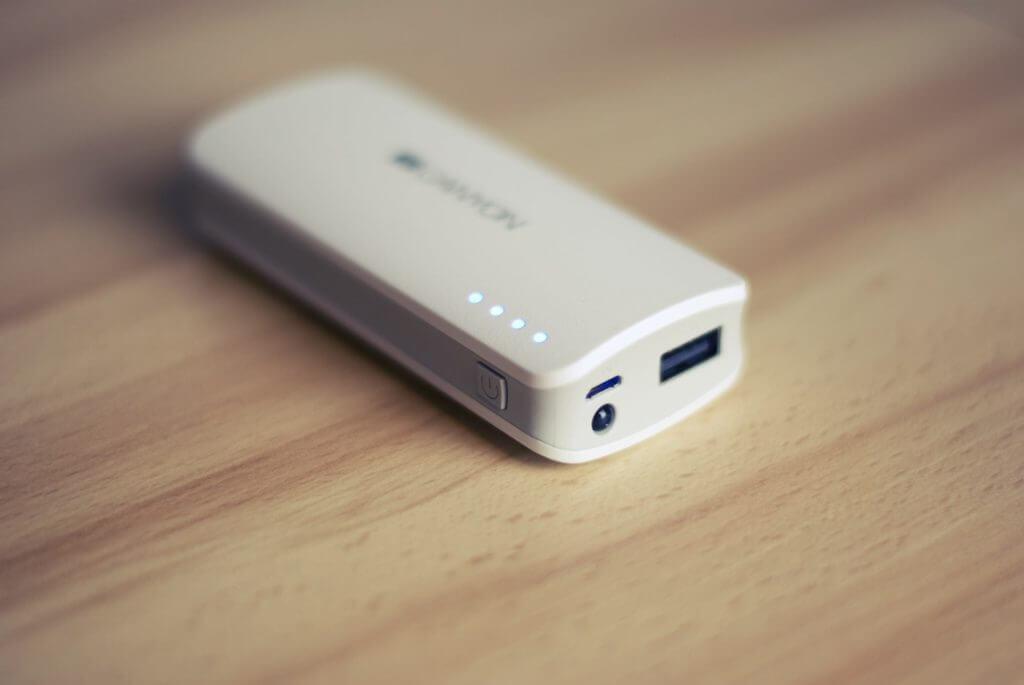 旅行に必需品のモバイルバッテリー