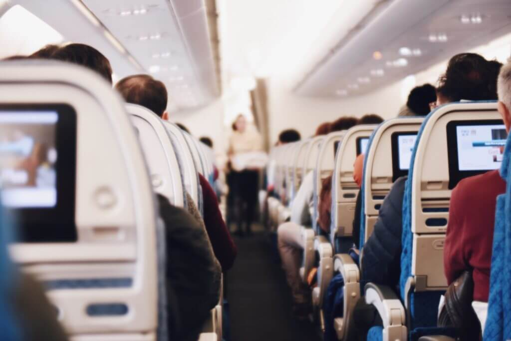 そもそも飛行機内でモバイルバッテリーは使えるのか?