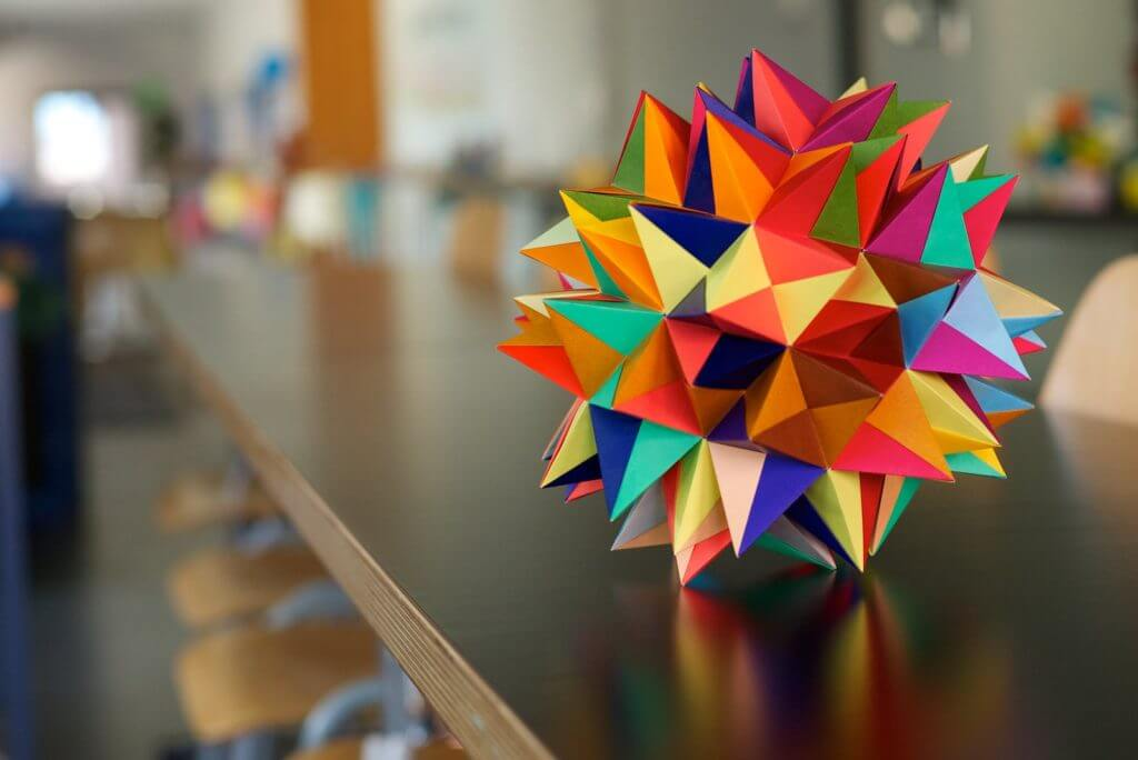 折り紙を使ってプログラミングを学ぼう