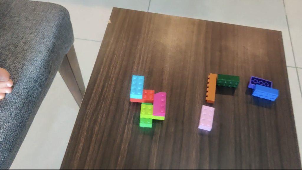 ②サンプルになるレゴブロックを組み立てる